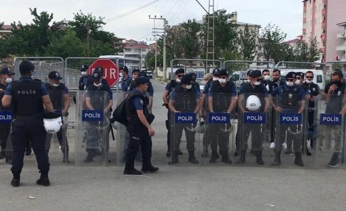 GÖREVDEN ALINAN HDP'Lİ IĞDIR BELEDİYE BAŞKANI AKKUŞ TUTUKLANDI