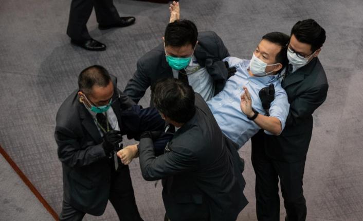 HONG KONG PARLAMENTOSU SAVAŞ ALANINA DÖNDÜ