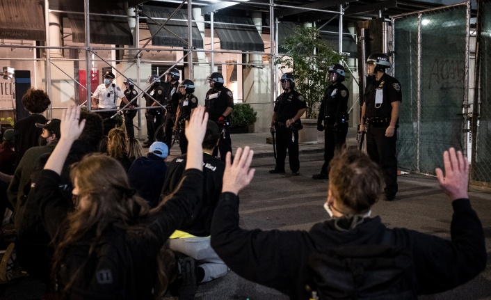 NEW YORK'TAKİ PROTESTOLARDA 250'DEN FAZLA KİŞİ TUTUKLANDI