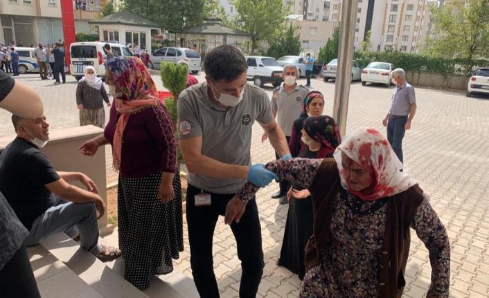 'CENAZEYİ KİM DEFNEDECEK' KAVGASINDA ORTALIK SAVAŞ ALANINA DÖNDÜ