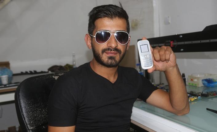 ASKERLER İÇİN TUŞLU TELEFONU AKILLIYA ÇEVİRDİ