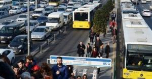 İSTANBUL'DA GÜNLÜK YOLCULUK 3 MİLYON 700 BİNİ GEÇTİ